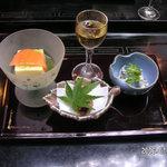 ふじや - 食前酒 鯉煎餅 蕨白和え 宇治茶豆腐  石伏魚時雨