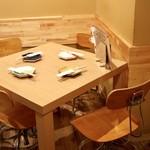 ヨネザワ - 4人掛けテーブル席