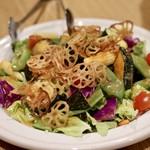 ヨネザワ - お通しの豪快なサラダ