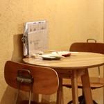 ヨネザワ - 2人掛けテーブル席