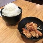 下品なぐらいダシのうまいラーメン屋 - 唐揚げセットご飯大盛り370円