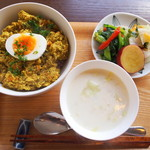 よんふくcafe - 木綿豆腐と野菜のドライカレー