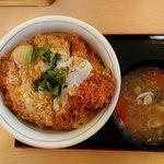 かつや - カツ丼(竹)にとん汁(小)831円
