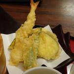 石蔵 - ◆天ぷら 「海老」「茄子」「オクラ」「蓮根」「カボチャ」など。 天ぷら粉を使用されているような食感ですけれど、カラッと揚がっていました。
