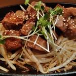 食処酒処いいおか - サイコロステーキ (鉄板でジューッ、やわらかい肉150g)