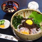 関の瀬 - 佐賀関丼 1,000円 りゅうきゅう、クロメがのった佐賀関の海の幸を丸ごと丼にしました。茶碗蒸し、味噌汁付き