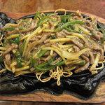 8287425 - 鉄板牛肉絲炒麺