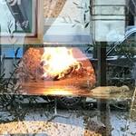 PIZZERIA FAMIGLIA - 薪窯で、超短時間で焼き上げます(2018.3.22)