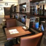 PIZZERIA FAMIGLIA - オープン時、カウンター席だったところも全てファミリーに優しいテーブル席に♪(2018.3.22)