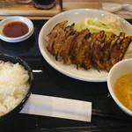 ギョウザバル 八まん亭 - 料理写真:ギョーザ定食ダブル。
