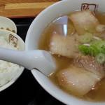 喜多方ラーメン 坂内 - 料理写真:喜多方ラーメン通常650円が390円を細麺 と、平日15時まで無料の半ライス