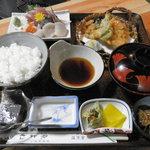 日本料理 魚よね - 料理写真:お刺身定食¥1200