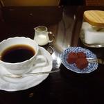 カフェ・トロワバグ - トロワブレド、手づくりトリュフ