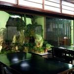 笹乃雪 - 庭に面した大きな窓