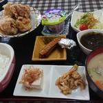 國家 - 料理写真:唐揚げ定食 670円