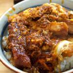 82889067 - 普通の味噌カツ丼と異なり「玉子とじ」なのがポイント。これで八丁味噌の風味がマイルドになる