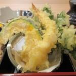 82893951 - 御膳の天婦羅は揚げたてのエビと野菜のアツアツサクサクの天婦羅です。                                              天婦羅が揚げたてで美味しそうだったんで先ずは天婦羅から。