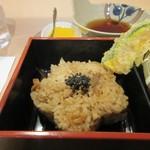 82893953 - 御膳のご飯は味のしっかり浸みたかしわ飯を使った御飯でした。