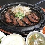 焼肉定食 (100g)