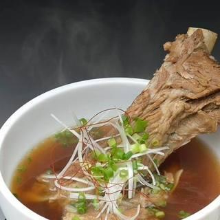 18種類もの薬膳を使用した身体に良いスープ