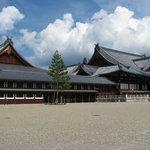 御紋焼本舗 - 天理教の本殿はとても大きいです
