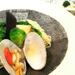 潮 くろ喜 - 季節の野菜と貝のつけそば 1600円 貝飯 200円