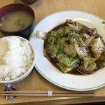 味処 つくし - 本日の日替り(つくし定食)650円 ブタバラとレタスのキムチ風味炒め