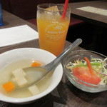 82901797 - パッションフルーツジュースと、サラダ&スープ