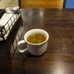 ル ビストロ クックー - 麹漬けチキンのグリル1,000円につくスープ