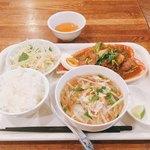 アオザイ - 日替わりオススメランチ @980円 お茶碗は小さめだけど、香り米はデフォルトでもたっぷりのボリューム。ちなみに大盛は+200円とのこと。