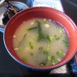 魚敬 - お味噌汁は、豆腐とわかめ、あさつき。