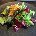 ワカヌイ グリル ダイニング バー 東京 - ワカヌイサラダ