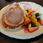 cafe 多聞 - 5色フルーツのパンケーキ (1,280円)