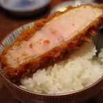 とんかつ檍 - 肩ロース on the rice