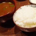 とんかつ檍 - ご飯と赤出汁