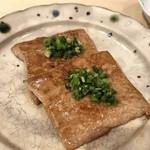 末廣鮨 - 牛ロースのザブトンではありません。鮪の筋の炙りです
