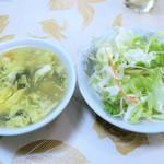 正康楼 - サービスのサラダ&スープ