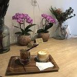 エッセンス カフェ - 一階のテーブル