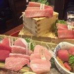 ニッポンまぐろ漁業団 - マグロ尽くし5点食べ比べ890円(税抜)