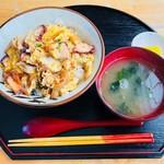 お食事処 すむばり - タコ丼(860円)