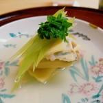82941954 - 蕗・筍と蛤の炊き合わせ