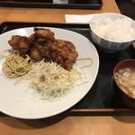 東京厨房 - この日の、本日のおすすめ定食(日替わり定食)は、「鶏肉の唐揚げ定食、和風おろしソースがけ」