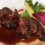 82943244 - ミディアム・レアで赤身肉の美味さが楽しめる