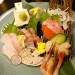 酒亭 道や - 魚と貝のお造り盛り合わせ