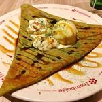 フランボワーズ - Crepes style japonais(抹茶の生地、くるみ入り白あんとミルクアイスのクレープ)