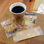 パーチ バイ ウッドベリー コーヒー ロースターズ - モーニングコーヒー300円、オートミールクッキー250円
