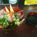 丼・すし まぐろや本舗 - 美ら海 海鮮丼 3種類から選べる汁物付(イカスミ汁を選択)