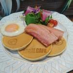 LOCAL CAFE - ベーコンエッグパンケーキ