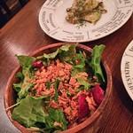 THE GRIFFON - サラダ、タコのペペロンチーニ