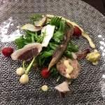 ビストロ ワタナベ - 猪の生ハムと猪のベーコンのサラダ